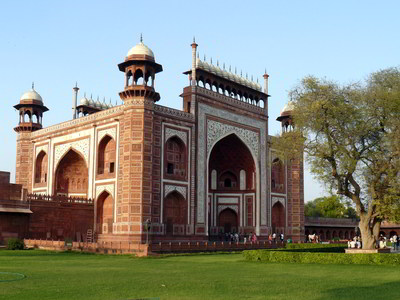 Taj mahal - main gate