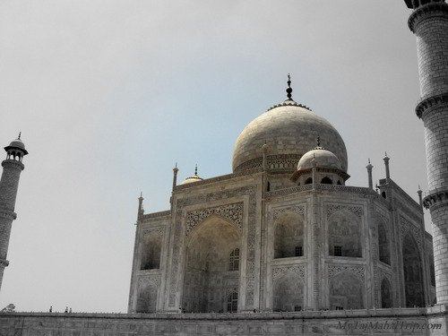 taj mahal up close in evening